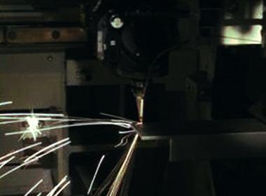 三次元レーザー加工機